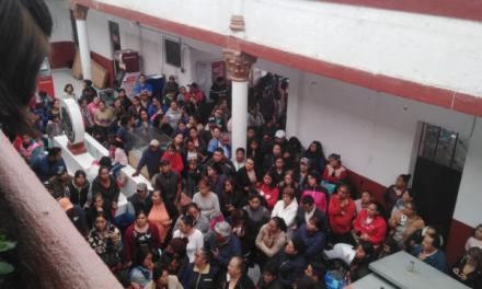 Piden destitución e investigación contra directora de primaria en Santiago Tulantepec