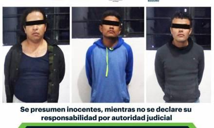Asegura SSPH a tres individuos tras presunto asalto a taxista