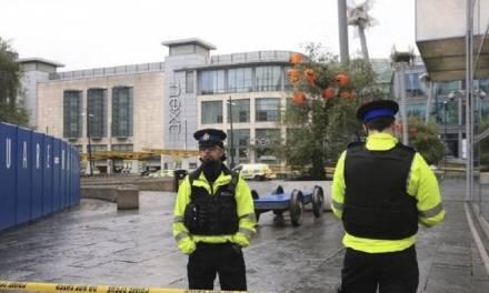 Apuñalan a tres personas en Manchester