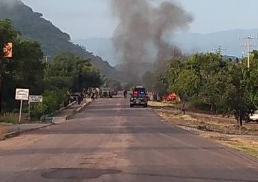 Emboscada a policías en Aguililla Michoacán deja al menos 14 muertos