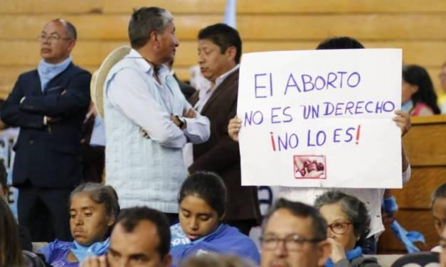 Presentan 70 mil firmas en contra de la iniciativa de despenalización del aborto