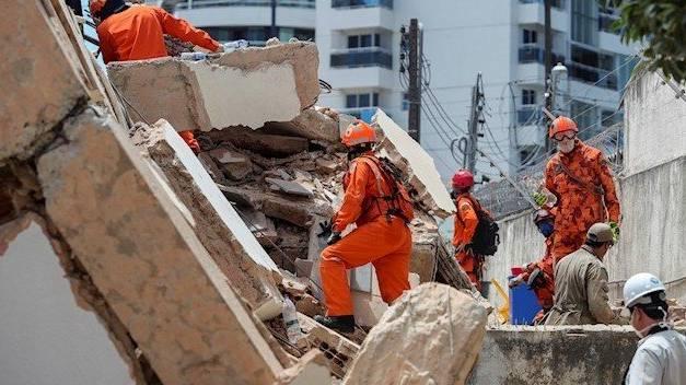 Al menos dos muertos dejó derrumbe de edificio en Fortaleza, Brasil