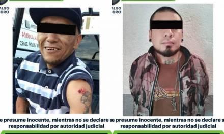 Detienen a dos hombres por probables delitos