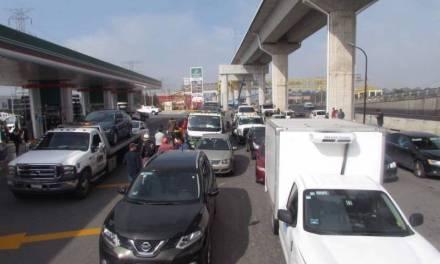 Vehículos se quedan varados en la México-Toluca; cargaron gasolina con agua