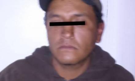 Detienen a 3 sujetos que intentaban robar una camioneta en Pachuca