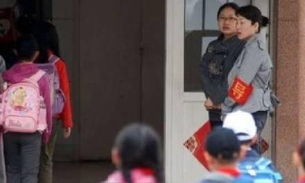 Atacan a 50 niños con sosa cáustica en guardería de China