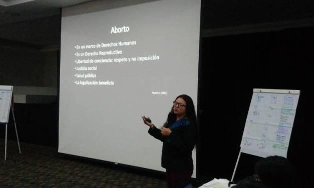 Coordinadora de CIMAC orienta sobre derechos sexuales y reproductivos de la mujer