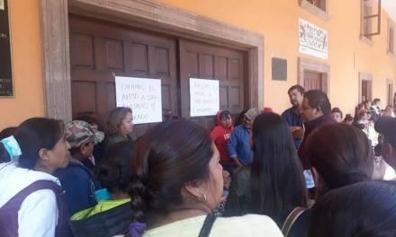 Padres de familia de Tecozautla exigen construcción de barda perimetral