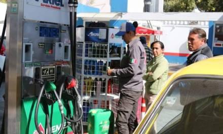 Algunos pachuqueños aprovechan precios bajos de gasolina y hacen compras extras