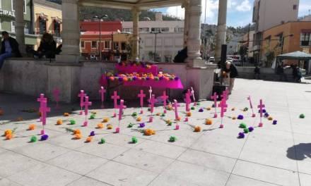 Montan altar en conmemoración a mujeres fallecidas víctimas de violencia