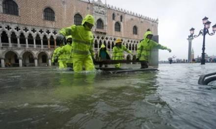 Venecia sufre inundación, la segunda más fuerte en su historia