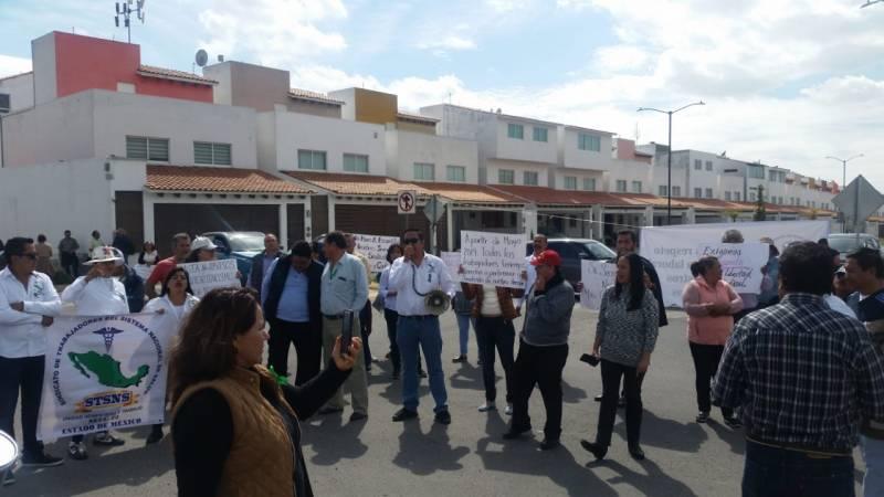 Agremiados del STSNS piden destitución del director del Hospital de Tulancingo
