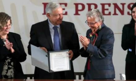 Firma Amlo Acuerdo Nacional por la Igualdad