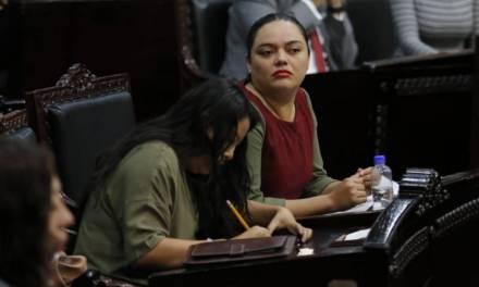 Osmind llama «diputada llorona y con actitudes infantiles» a Roxana Montealegre