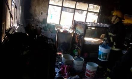 Se incendia una vivienda en Barrio La Palma; un perro murió