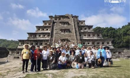 Abuelitos de Villa de Tezontepec realizan viaje recreativo a Veracruz