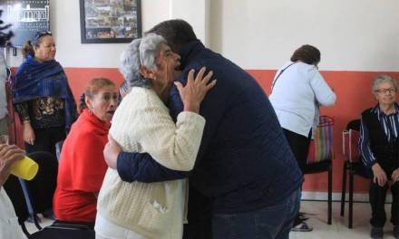 Alcalde de Villa de Tezontepec realiza posada a adultos mayores