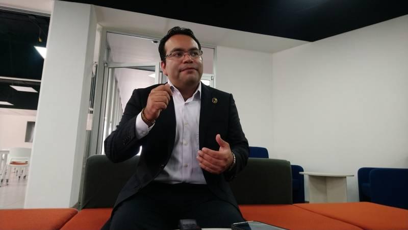 Investigador mexicano desarrolló un brazo robótico para personas con discapacidad