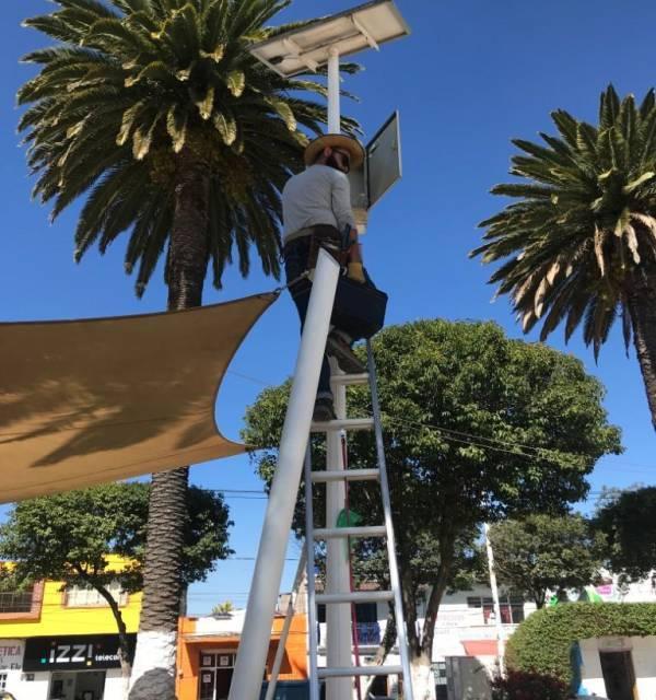 Ayuntamiento de Santiago Tulantepec reparara luminarias solares