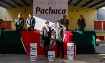 Ayuntamiento de Pachuca entrega becas a estudiantes de escasos recursos