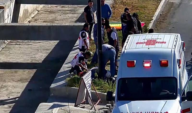 Muere motociclista al chocar su moto en Paseos de Chavarria