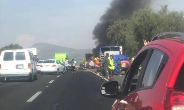 Dos peregrinos muertos y varios heridos, saldo de choque en la México-Pachuca