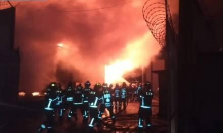 Desalojan a 3 mil personas por incendio en Santa Martha Acatitla