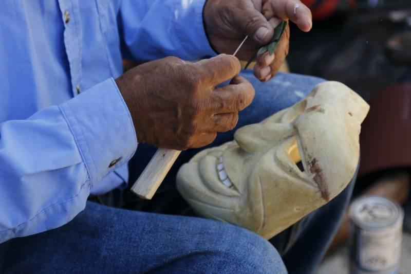 En las máscaras de madera regresan las almas de los muertos, de acuerdo a la tradición huasteca