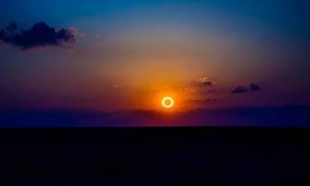 En Asia se pudo observar el último eclipse de la década