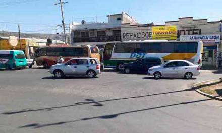 Piden atender invasión del acotamiento de la carretera México-Tuxpan en Tulancingo