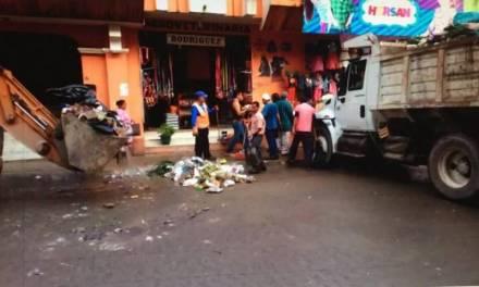 Piden frenar al comercio ambulante en Huejutla
