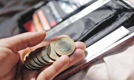 Ciudadanos en dificultades por la cuesta de enero