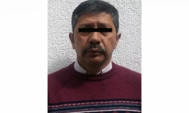 Detienen a profesor de primaria acusado de abusar de 5 alumnos