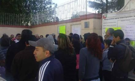 Padres de familia piden regreso de docentes