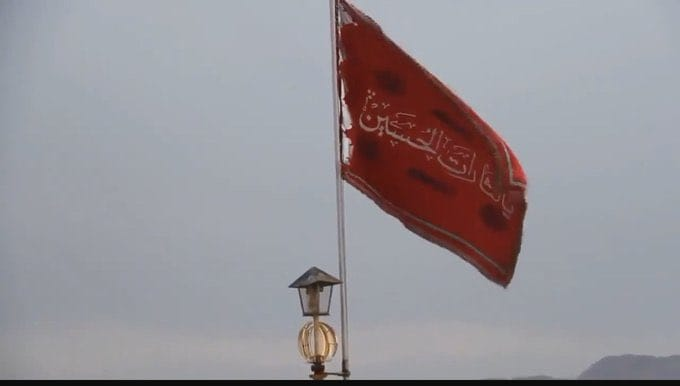 Irán iza bandera roja; se interpreta como una futura guerra o venganza