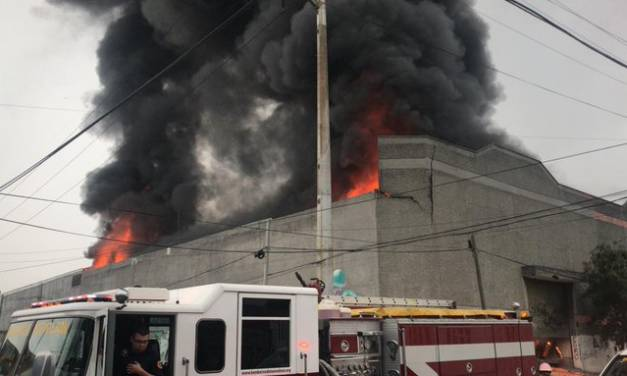 Evacúan a 500 personas por incendio en Monterrey