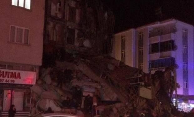 Reportan varios muertos tras sismo de 6.8 en Turquía