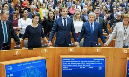 Parlamento Europeo aprueba acuerdo del Brexit