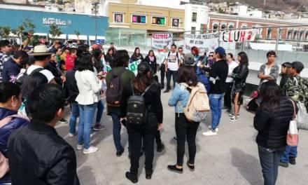 Marchan estudiantes en protesta por casos de acoso y desapariciones
