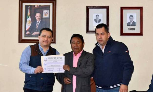 Rinden protesta nuevos delegados de Acayuca y San Pedro Huaquilpan