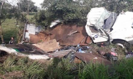 Vuelca camión con migrantes en Veracruz; hay un muerto y 45 lesionados