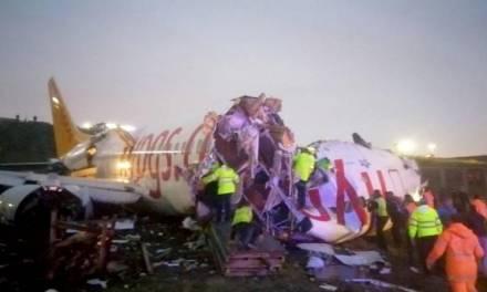 Avión se sale de la pista al aterrizar en Turquía y se partió