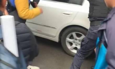 Denuncian en redes agresión de policías a estudiantes de secundaria
