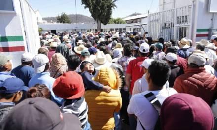 Campesinos del Valle del Mezquital irrumpen en delegación del Bienestar