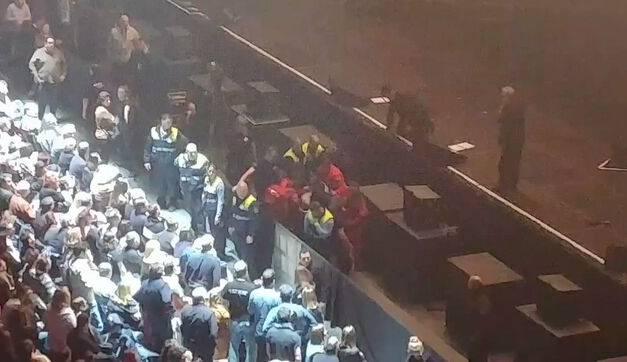 Joaquín Sabina se cae del escenario, en su cumpleaños