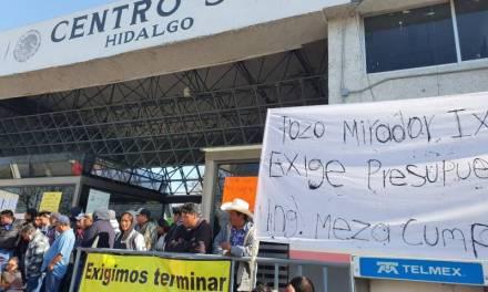Pobladores de comunidades de Ixmiquilpan bloquean accesos de la SCT