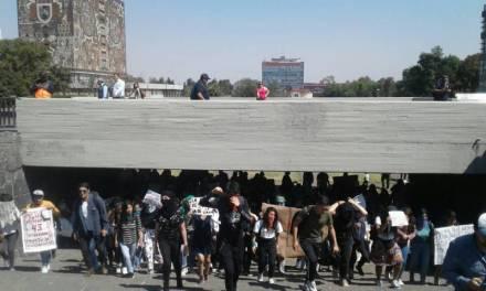 Nuevamente alumnos se manifiestan contra violencia de género en rectoría de la UNAM