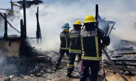 Flamazo provoca incendió en una casa de Tlapacoya