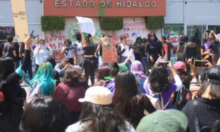 Cientos de mujeres realizan marcha en Pachuca por el 8 de Marzo