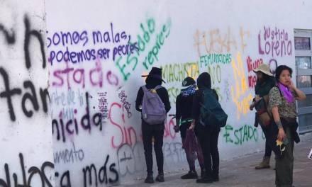 Algunos ciudadanos reprocharon las pintas y rompimiento de cristales durante marcha feminista